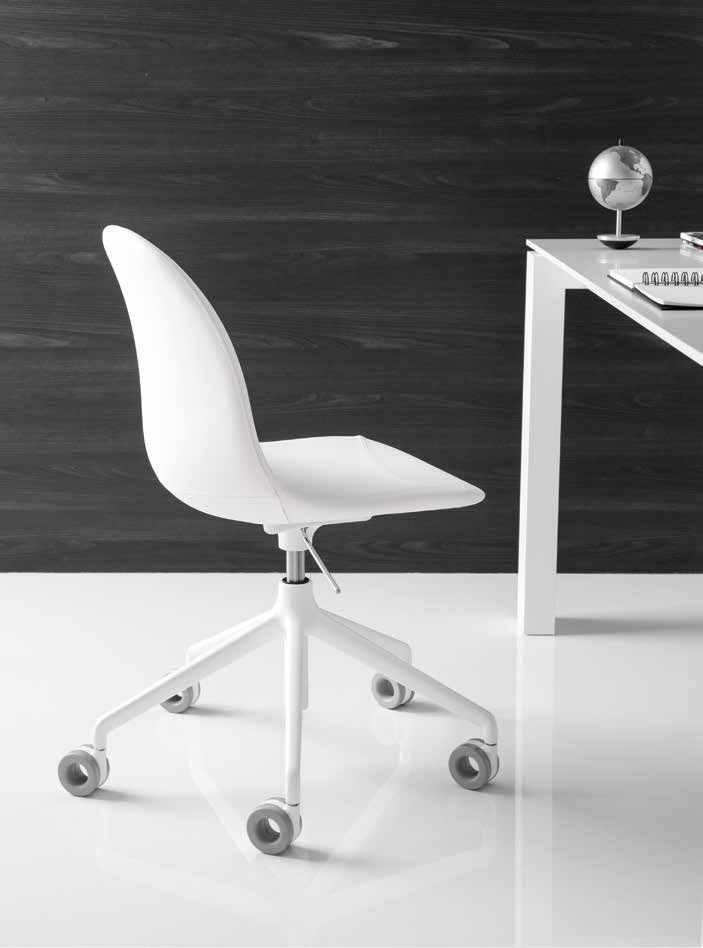 Sedia ACADEMY con Ruote in Gomma by Connubia Calligaris